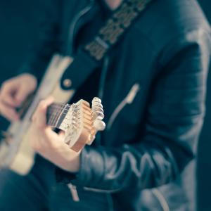 guitarist, guitar, play-768532.jpg